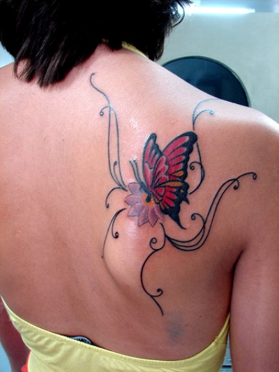 Butterfly tattoos on shoulder shoulder butterfly tattoo for Feminine shoulder tattoos