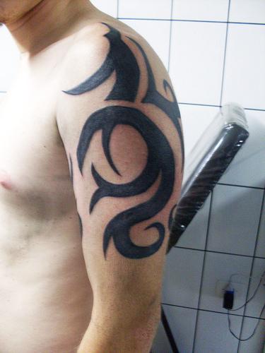 shoulder tattoos for men,men popular shoulder tattoo designs,tribal shoulder tattoo for men,men tribal shoulder tattoo designs
