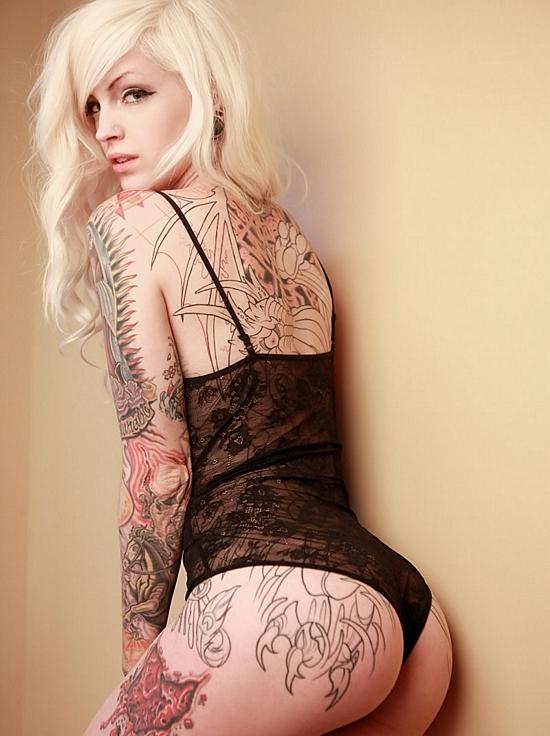 Hot alternative tattoo babe rides dildo for webcam 3